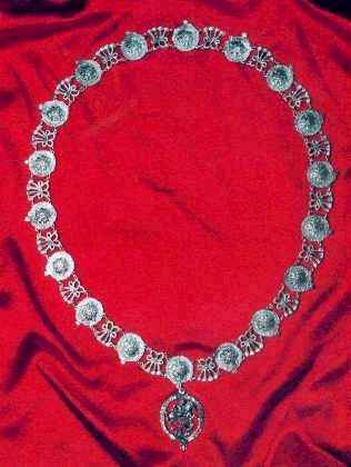 Collar of the Most Noble Order of the Garter: Renaissance Costumes ...